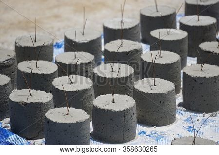 The Concrete Covering, Mortar Ball, The Concrete Ballsr Used To Measure Concrete Pouring Level, Buil