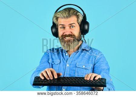 Play Computer Games. Online Gaming Platform. Gaming Modern Leisure. Cyber Sport Arena. Gaming Pc Bui