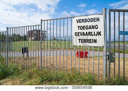 No Trespassing, Dangerous Area (verboden Toegang, Gevaarlijk Terrein In Dutch Language) On A Metal F