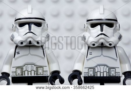 MARCH 30 2020 - Lego style mini figure of 2 clonetroopers against a white Lego board