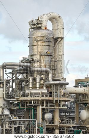 Structures of on oil refinery and chemical plant
