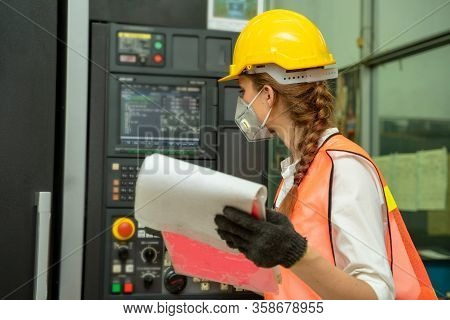 Female Mechanic Wearing Protective Mask To Protect Against Covid-19,female Technician Worker Working