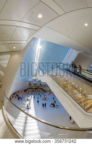 New York, Usa - March 9, 2020: Commuters At The One World Trade Center Transportation Hub, (westfiel
