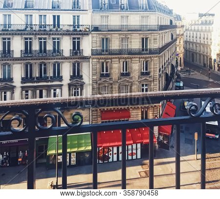 Paris, France Circa January, 2020: Parisian Architecture And Historical Buildings, Restaurants And B