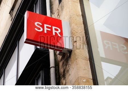 Bordeaux , Aquitaine / France - 10 30 2019 : Sfr Shop Red Logo French Phone Operator Sign Store