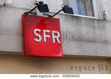Bordeaux , Aquitaine / France - 12 04 2019 : Sfr Red Logo Shop French Phone Operator Sign Store