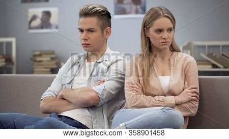 Girlfriend Feeling Offended And Hurt, Waiting For Boyfriend Apologize, Conflict
