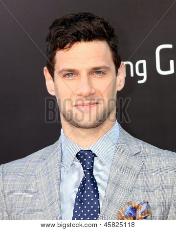 LOS ANGELES - MAY 16:  Justin Bartha interacts with fans at the
