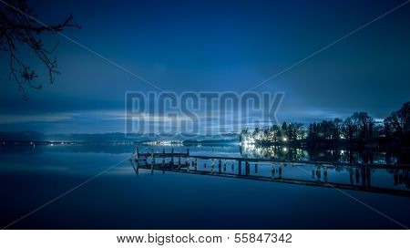 An image of the Starnberg Lake by night