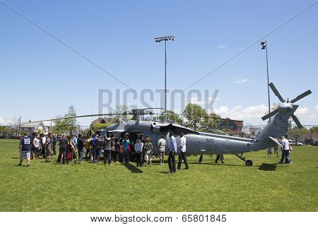 Spectators around MH-60S helicopter from Helicopter Sea Combat Squadron Five during Fleet Week 2014