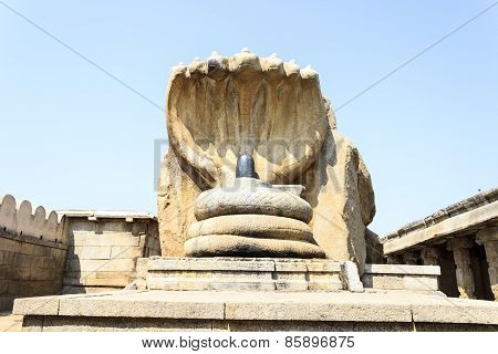 Beautiful sculptor work of Shivalinga surrounded by snake in the Veerabhadra temple at Lepakshi