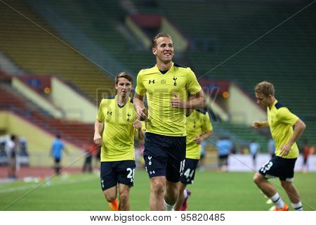 May 27, 2015 - Shah Alam, Malaysia: Tottenham Hotspur's top striker Harry Kane (18) jogs to warm up on the pitch before a friendly match. Tottenham Hotspur is on a Asia-Australia tour.