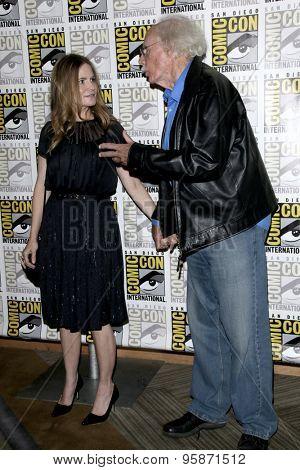 SAN DIEGO - JUL 11:  Jennifer Jason Leigh, Bruce Dern at the