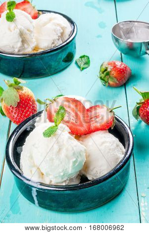 Vanilla Ice Cream With Strawberries And Mint
