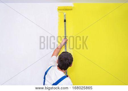 Painter Use Paint Roller
