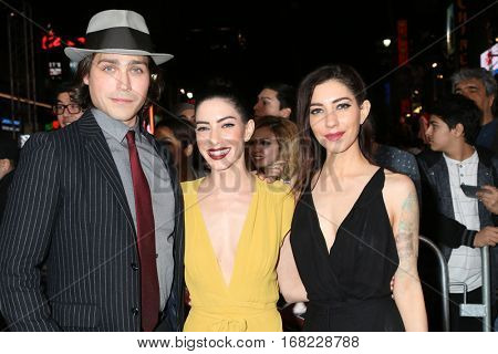 LOS ANGELES - JAN 19:  Guest, Lisa Origliasso, Jess Origliasso at the
