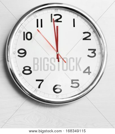 Clock showing 12 o clock