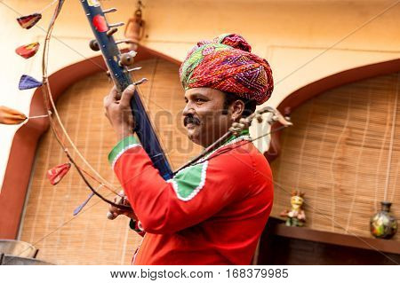 Musician playing traditional rajasthani music in Jaipur, India