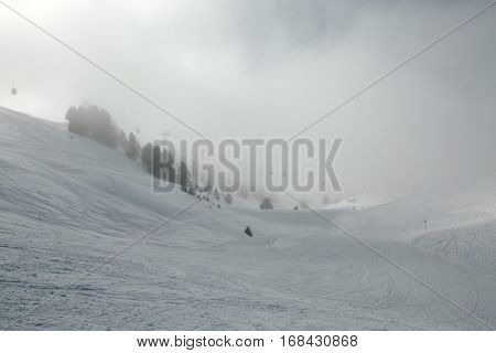Skiing in very foggy weather, low visibility