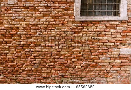 Strongly pronounced structure of a brick wall.