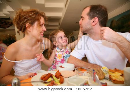 Dining Family