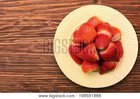 Plate with strawberries. Low calories detox healthy eating concept.