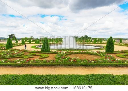 Versailees, France- July 02, 2016 : Beautiful Garden In A Famous Palace Of Versailles (chateau De Ve