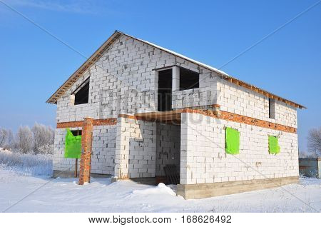 Building new house from white autoclaved aerated concrete blocks