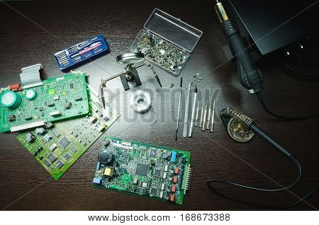 man hSoldering iron and other equipment for the repair of electronic boardsands chip soldering tools