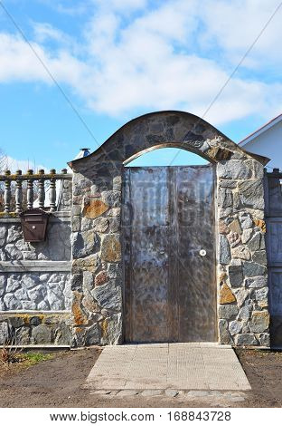 Stone and Metal Fence with Door of Modern Style Design Decorative Cracked Real Stone Wall with Mailbox.