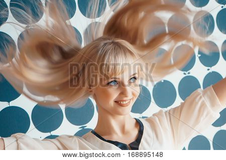 Girl shakes your head and smiles for camera at the beauty salons