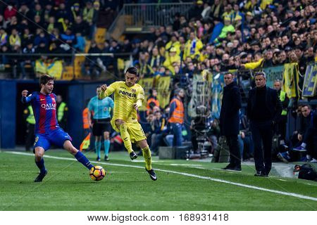 VILLARREAL, SPAIN - JANUARY 8: (L) Sergi Roberto, (R) Sansone during La Liga soccer match between Villarreal CF and FC Barcelona at Estadio de la Ceramica on January 8, 2016 in Villarreal, Spain