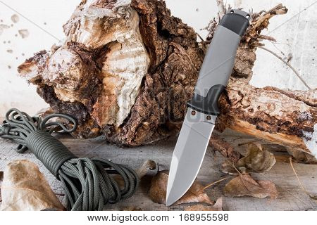 Knife with a fixed blade on the stump and rope.