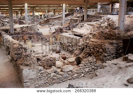 Santorini, Greece - September 12, 2016: Akrotiri Is An Archeological Site From The Minoan Bronze Age