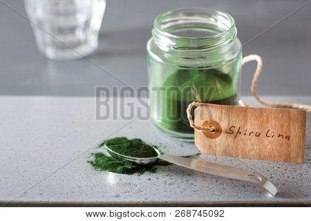 spirulina powder healthy dietary supplement