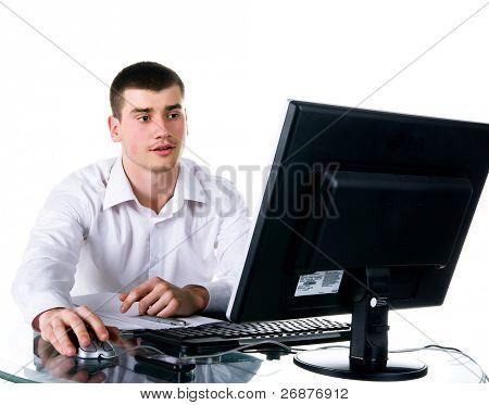 Geschäftsleute sitzt auf dem Computer. Studioaufnahme