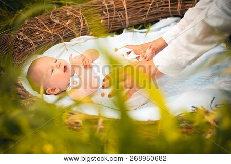 Daily Routine For Newborn Baby. Daily Care And Routine. Newborn Baby Care. Routine Prenatal Care. Ou