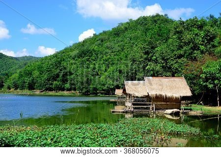 Ang Kep Nam Khao Wong Have Old Traditional House In The Lake Of Khao Wong, Suphan Buri Province, Tha