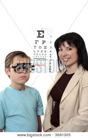 Optometstrist Givine Eye Examination