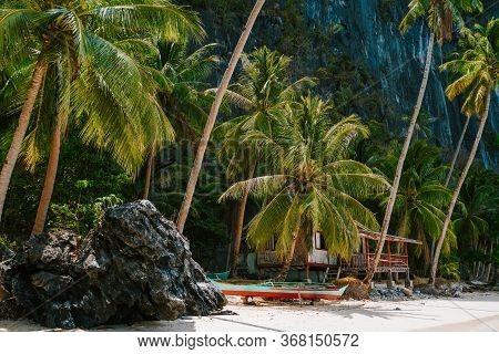 Hidden Hut And Boat On Ipil Beach At Pinagbuyutan Island. El Nido, Palawan, Philippines