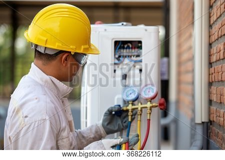Air Conditioning Technician Is Checking The Compressor With Gauge