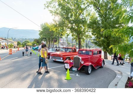 Penticton, British Columbia/canada - June 21, 2019: People Looking At Cars Parked On Lakeshore Drive