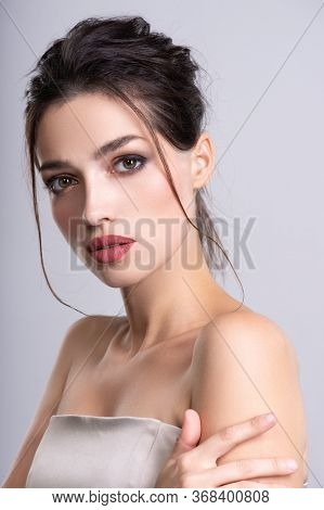Woman with beauty brown hair. Portrait of brunette woman with beautiful  hairstyle. Fashion model posing at studio. Beautiful young woman with long brown hair. Pretty model poses at studio.