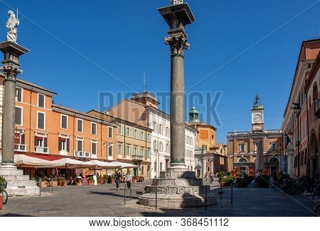 Ravenna, Italy - Sept 11, 2019: Town Square Piazza Del Popolo With Twin Columns And Statues In Raven
