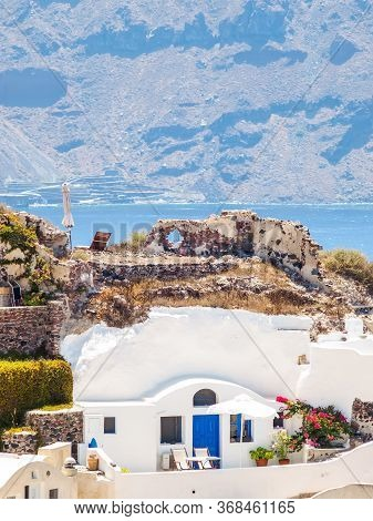 Beautiful Cozy Traditional White Cave House. Amazing Santorini, Cyclades, Greece