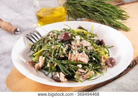 Light Salad With Agretti, A Spring Vegetable From Italy, Tuna, Black Olives And Olive Oil For Slimmi
