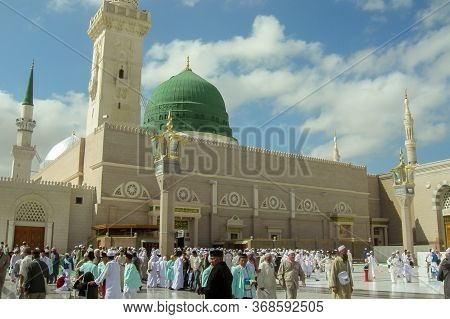 Medina,saudi Arabia-nov 5,2008:exterior View Of Nabawi Mosque Or Prophet Mosque Building In Medina.