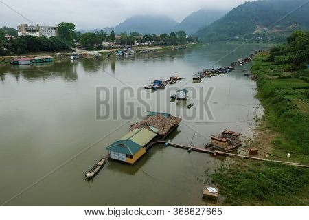 Cau Nong Tien Community Living On The Red River In Vietnam