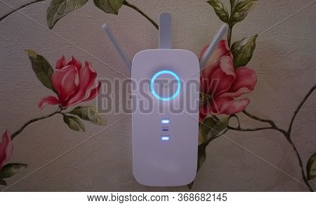 Wi-fi Internet Signal Booster For Home. Details