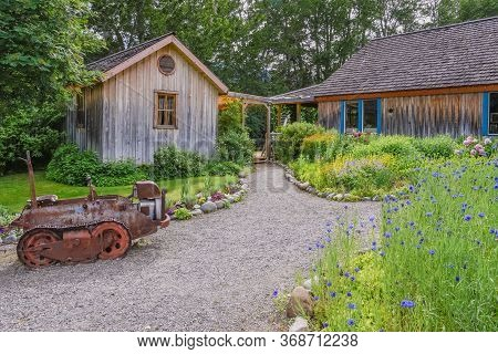 Keremeos, British Columbia/canada - June 3, 2017: Garden Pathways At The Entrance To The Grist Mill